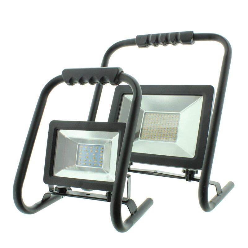 led strahler mit handgestell baustrahler 20 und 50 watt 19 95. Black Bedroom Furniture Sets. Home Design Ideas